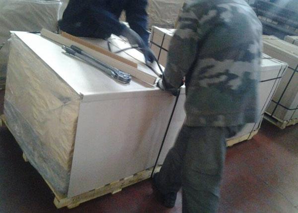 镁钙砖包装现场